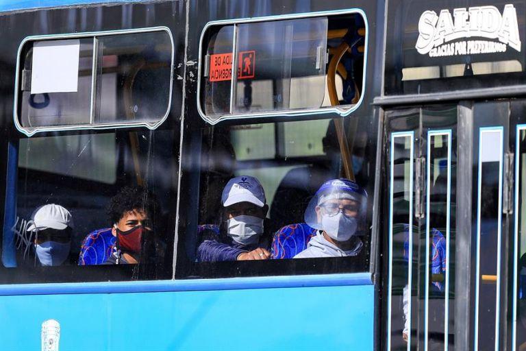 Hay 1.104 personas hospitalizadas por la covid-19, de las que 461 tienen pronóstico reservado. Foto: EFE
