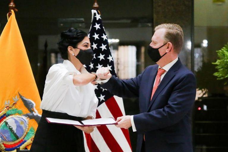 La vicepresidenta María Alejandra Muñoz y el embajador de EEUU, Michael J. Fitzpatrick.