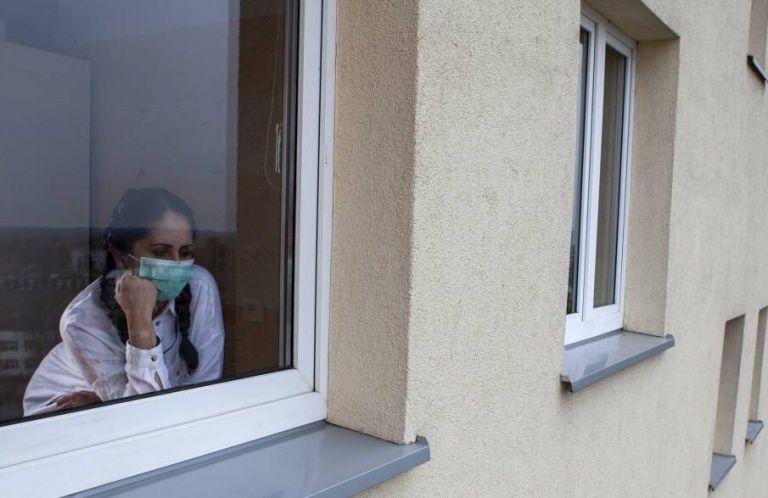 Varios países están optando por nuevas restricciones para frenar le nueva ola de contagios de coronavirus. Foto: EFE.