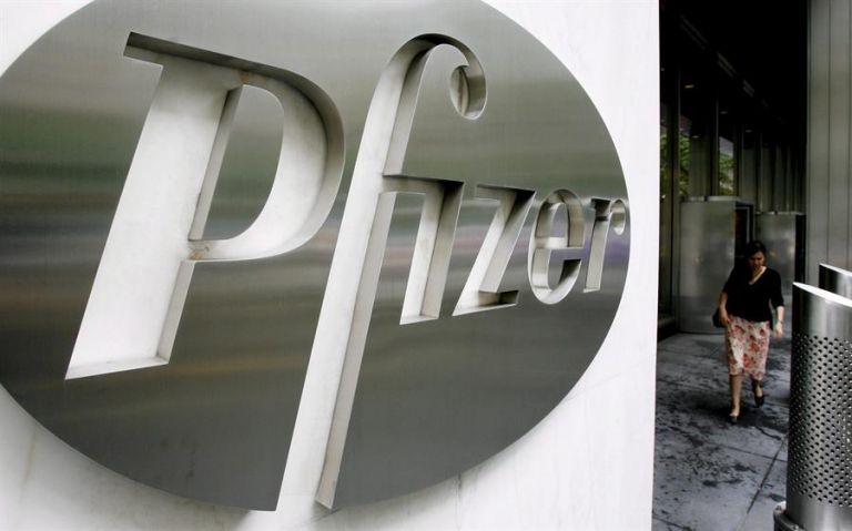 Se espera que la próxima semana lleguen al país las primeras dosis de la vacuna de Pfizer, en total 86.000. Foto: EFE