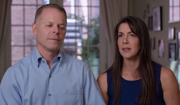 Stephanie Arnold y su esposo. Foto: Netflix