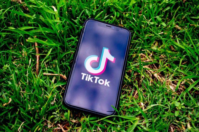 Una niña murió asfixiada al participar en un reto de TikTok — Tremendo