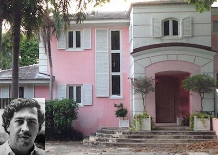 Una mansión de color rosado que fue uno de los lugares donde vivió el narcotraficante.