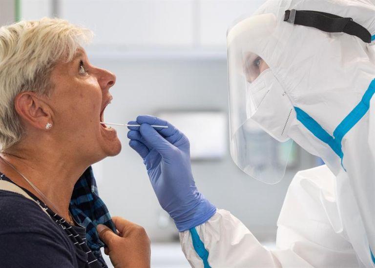 La variante brasileña del coronavirus es una de las tres que ha llamado la atención en el planeta junto a la británica y la sudafricana. Foto: EFE