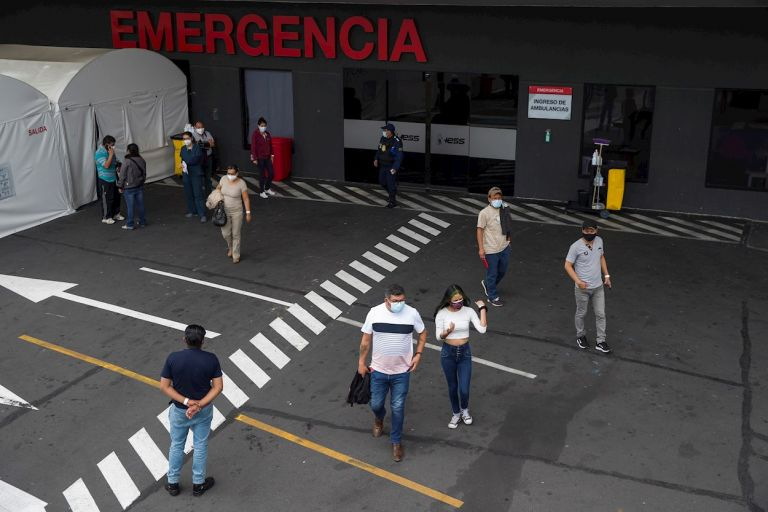 """Ecuador arrancó el pasado 21 de enero su plan nacional de vacunación con una """"fase piloto"""" que cuenta con 8.000 vacunas dirigidas a la inmunización de personal sanitario de la llamada """"primera línea""""."""