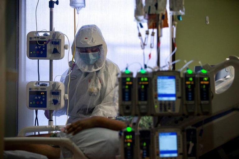 El presidente Joe Biden prevé que en febrero se superará el medio millón de muertos por covid-19. Foto: EFE.