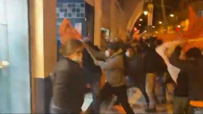 Videos subidos en redes sociales registraron los altercados violentos.
