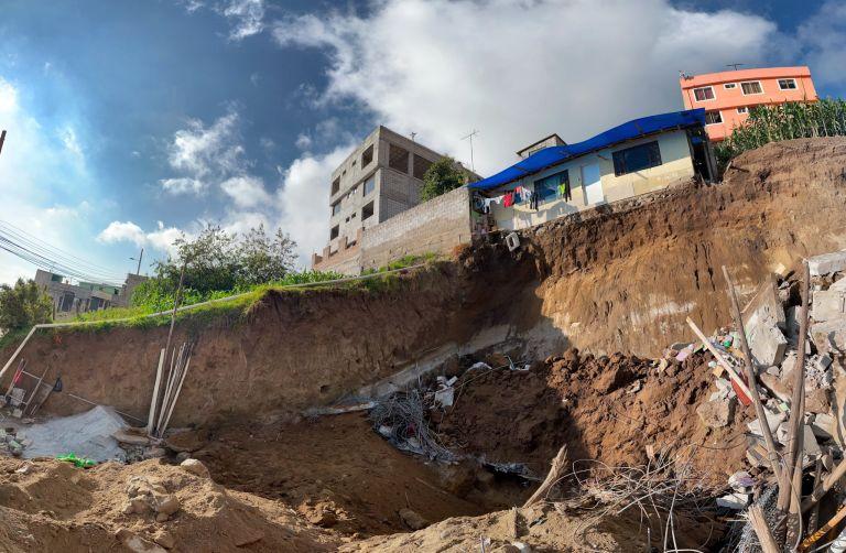 Se reportó que el colapso comprendió el descenso de 1000 metros cúbicos de material.