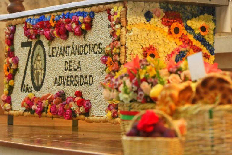 En Ambato se realizó la Bendición de las Flores, Frutas y Pan 2021 con aforo reducido. El tradicional desfile se suspendió. Foto: @gadambato