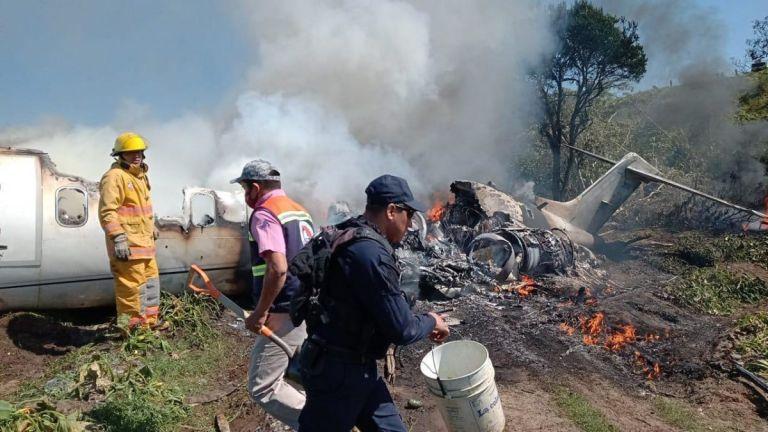 A las 09:45 de la mañana el avión se desplomó al despegar del aeropuerto. Foto: SEDENA