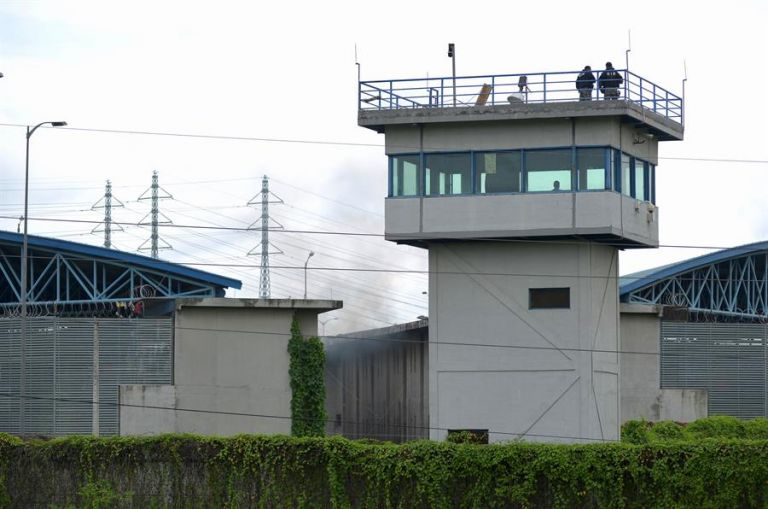 Este martes 23 de febrero, 62 reclusos murieron en tres cárceles de Ecuador. Foto: API