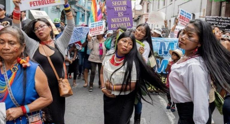 """""""No estamos hoy para festejar ni para celebrar con alegría porque nuestras hermanas aún siguen siendo despojadas de sus territorios"""". Foto: @MujeresAmazoni"""