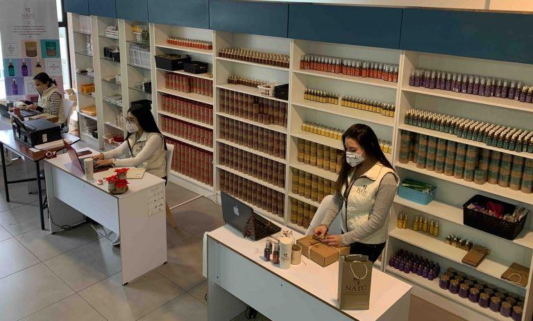 Antes de la pandemia, los productos de cosmética natural de Carmen Borja se vendían en tiendas naturistas y artesanales.