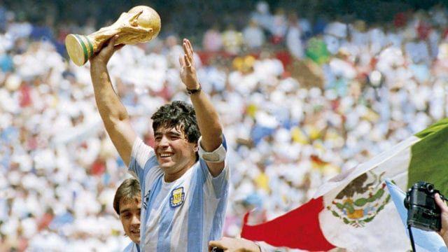 El exfutbolista Jorge Valdanoreveló en su libro 'D10S' el secreto del astro. Foto: Forbes.