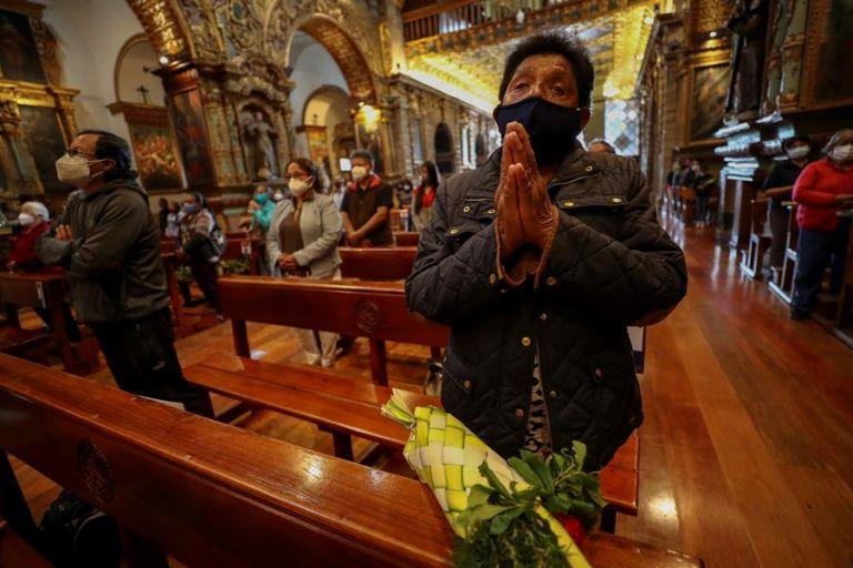 El viernes se transmitirá el rezo de las Verónicas y cucuruchos desde el interior del Convento de San Francisco. Foto: EFE