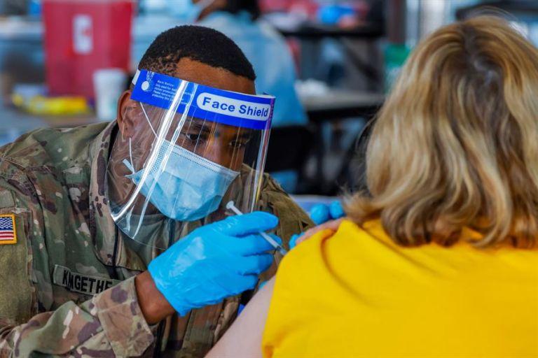 EE.UU. mantiene un récord de tres millones de vacunas contra la covid-19 administradas al día y ya un tercio de la población ha recibido al menos la primera dosis. Foto: EFE