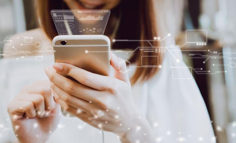 Las compras a través de aplicación de smartphones aumentó significativa en 2020.