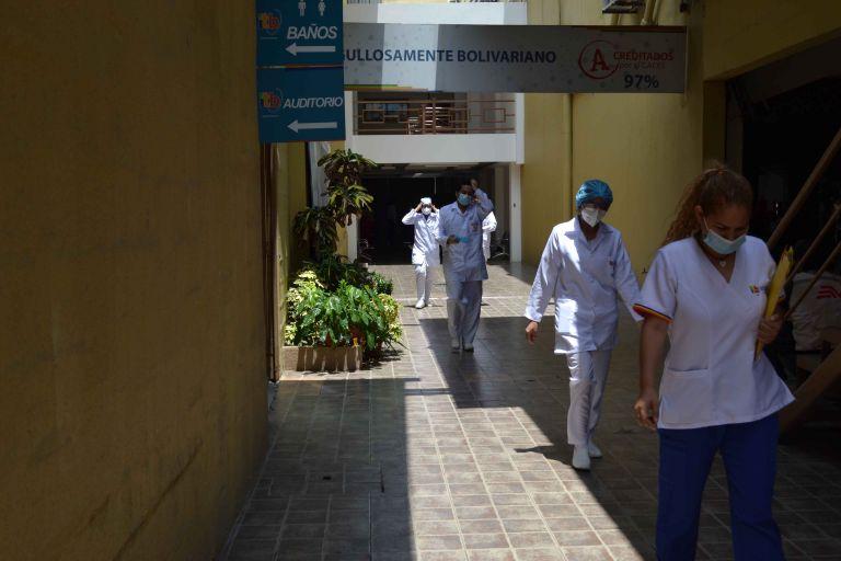 Punto de vacunación en el Instituto Tecnológico Bolivariano. Foto: Cortesía