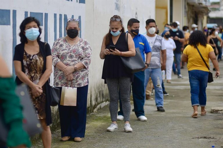 En las últimas semanas el país viene experimentando un pico de contagios con promedios que superan el millar. Foto: EFE