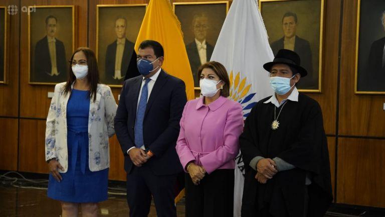 César Litardo junto a los legisladores más votados para el próximo periodo parlamentario.
