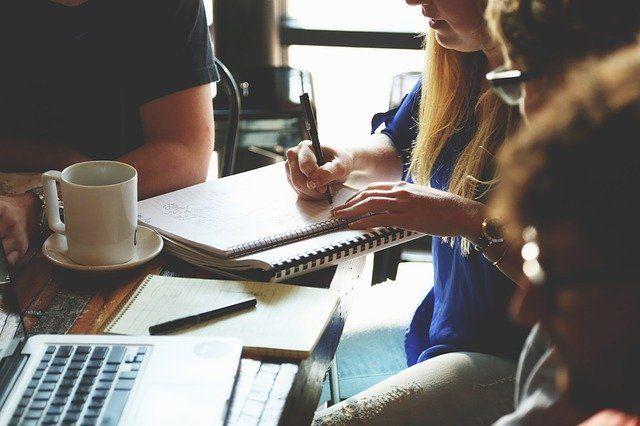 Mientras más avance el tiempo, el trabajo requerirá nuevos conocimientos, especialmente en las siguiente ocho áreas clave. Foto: Pixabay