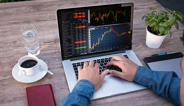 Según datos de la BVG, en 2020 el 13% de las transacciones de la bolsa fueron negociadas por pequeños y medianos inversionistas. Foto: Pixabay.