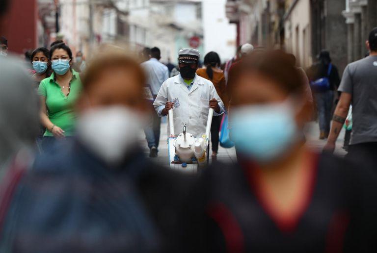 Quito y Guayaquil continúan registrando altos nuevos de contagios.