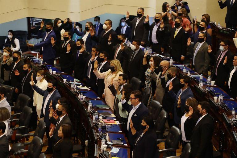 """El país se está """"perfilando el camino hacia una dictadura"""", dicen expertos."""