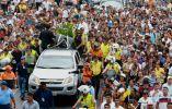 Una multitud de fanáticos caminó justo al féretro de la cantante en Durán. Foto: Ecuavisa.com