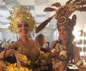 Con la Miss Venezuela luciendo sus trajes típicos. Foto: Facebook / Miss Ecuador