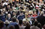 Bao Tailiang ganó en la categoría de deportes por su foto 'El juego final' en la que Lionel Messi observa el trofeo de la Copa del Mundo. Foto: World Press Photo vía REUTERS