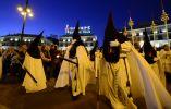 """Miembros de """"Nuestro Padre Jesús de la Salud y María Santísima de las Angustias"""", España. Foto: AFP"""