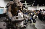 Exhibiciones y conferencias se han preparado para recibir a los fans en esta convención. FOTOS: AFP.