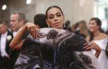 Solange Knowles, hermana de Beyonce, fue catalogada como una de las 'peor vestidas' de la noche. Foto: REUTERS.