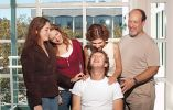 Su padre, Edward, esa dentista y su madre, Karen, es psiquiatra. Tiene tres hermanos: Randy, Donna y Ariel.