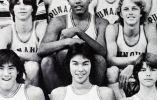 Barack Obama en el equipo de basketball de la secundaria.