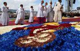 El templete fue decorado con rosas ecuatorianas.