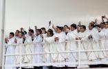 Los sacerdotes también tomaron foto al máximo líder de la Iglesia católica.