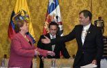 Ambos presidentes se saludan al término de la reunión bilateral de la firma en el palacio de Carondelet. Foto: AFP.