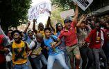 Algunos de los miles de estudiantes que se manifestaban en contra de los aumentos de tasas en la Universidad de Wits. Foto:  Kim Ludbrook/EPA