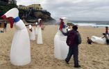 La exposición recorre desde el l Bondi a Tamarama, el  paseo costero en Sydney. AFP