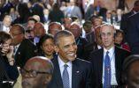 El presidente estadounidense, Barack Obama (C) sonríe durante la sesión inaugural de la conferencia COP 21 de las Naciones Unidas sobre el cambio climático. AFP
