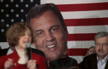 La congresista Susan Brooks habla en un mitin del candidato presidencial republicano EE.UU. y el gobernador de Nueva Jersey Chris Christie en el bar y en la azotea de Wellman en West Des Moines, Iowa, el 31 de enero, el 2016. REUTERS