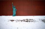 Una versión reducida de la Estatua de la Libertad se ve en el lado de la carretera en Jewell, Iowa, el 16 de enero, el 2016. REUTERS