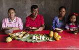 Diversidad. La comunidad kichwa Atari cocinó maito de pescado, un plato característico del Oriente.