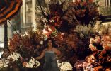 Mujer frente a su puesto de flores en la Rambla de Barcelona, 1929