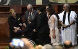 Lenín Moreno saluda a los mandatarios que asistieron a la ceremonia de cambio de mando