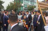 Simpatizantes se acercaron a saludar al recién posesionado Lenín Moreno