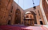 MEZQUITA SULTAN HASSAN - Que funciona tanto como una escuela y una mezquita en El Cairo por casi 300 años, Sultan Hassan proporciona una Mezquita arquetipo para los expertos para explicar de lo que la filosofía islámica se trata.