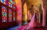 MEZQUITA NASIR AL MOLK - Poco común en las Mezquitas, las vidrieras de la iraní Nasir al Molk en Shiraz iluminan sus alfombras persas con un calidoscopio de motas con dibujos de luz.